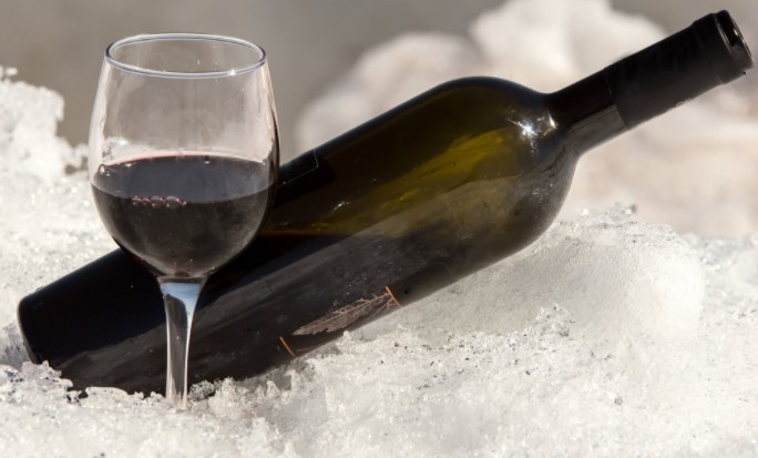 Best Red Wines To Drink Cold And Cool Off This Summer